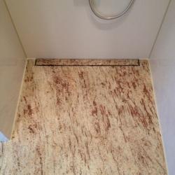 Duschtasse und Rückwände in Großformat