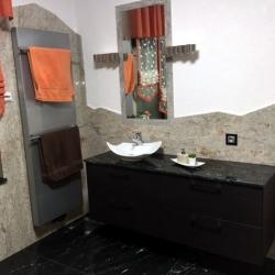 Komplettbad Granit mit gezackter Abschlußkante